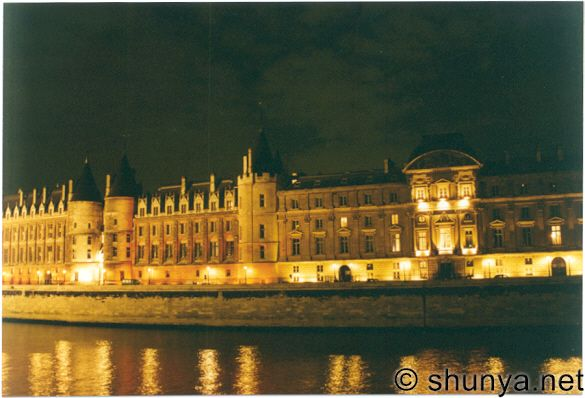 [Resim: Conciergerie-evening.jpg]