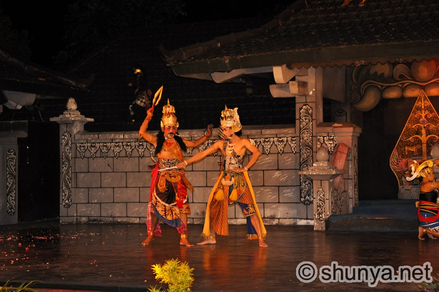 rama in ramayana essay Kaely mayes essay 2 the ramayana one of the prevalent religions in indonesia is hinduismthe classical epic, the ramayana,is an essential.