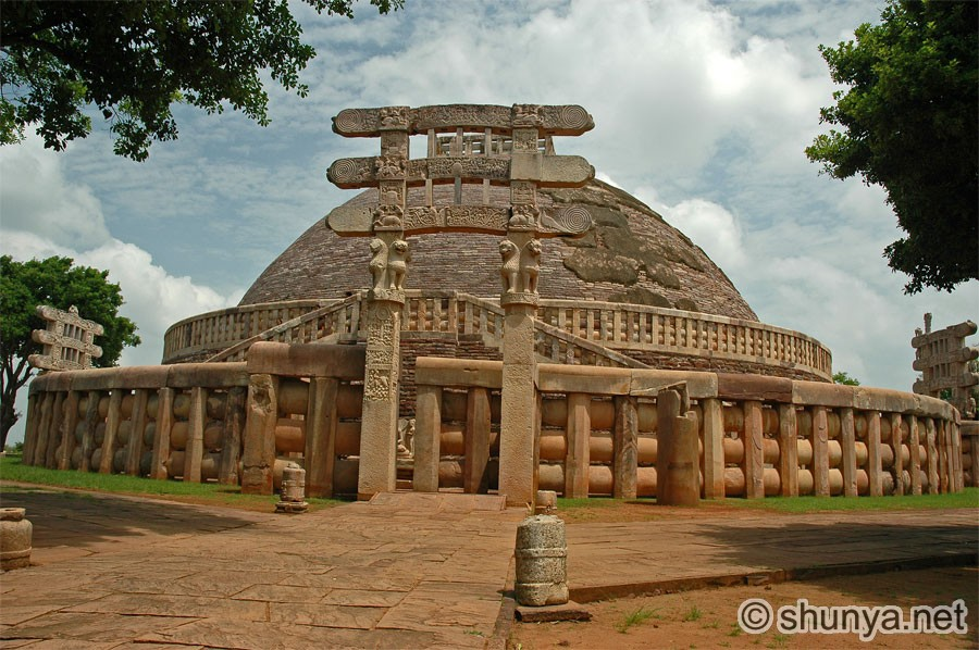 sanchi stupa Sanchi is one of few places in india that still protected the stupa, monasteries, and temples that were built in the ancient indian buddhism.