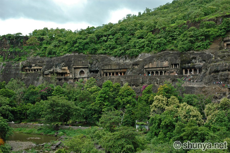 http://www.shunya.net/Pictures/South%20India/Ajanta/Ajanta08.jpg