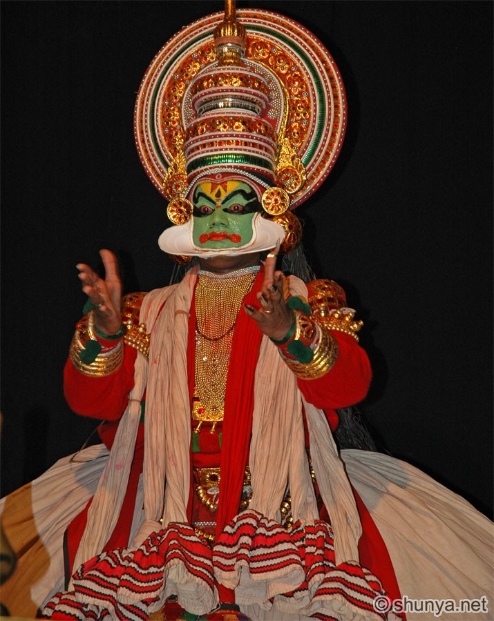 http://www.shunya.net/Pictures/South%20India/Cochin/Kathakali19.jpg